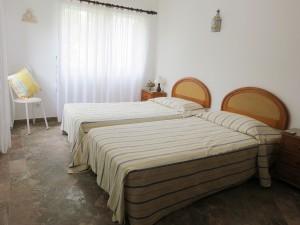 Bedroom 4 - 2 single beds